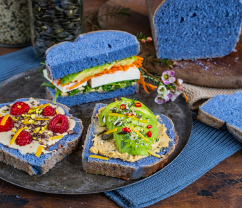Blaues Brot Rezept - natürlich gefärbt