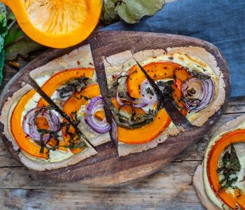 Kürbis Flammkuchen vegan, glutenfrei & proteinreich
