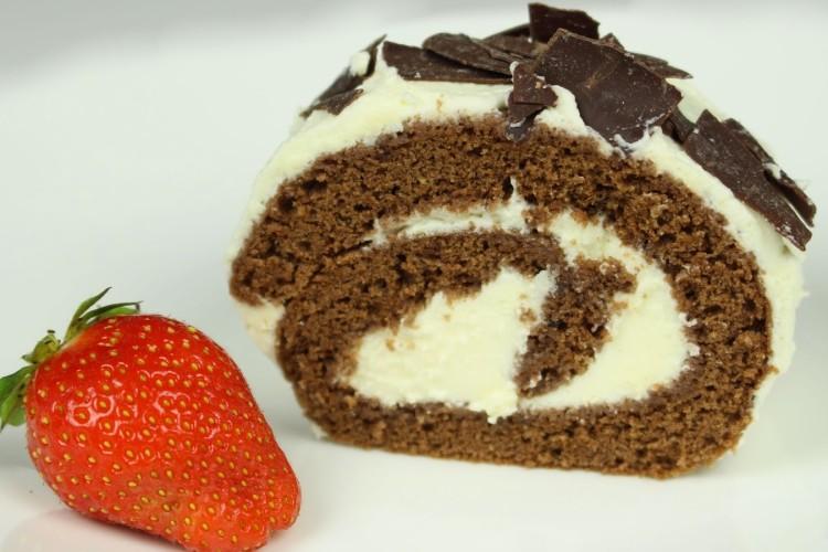 Schoko-Biskuit-Roulade