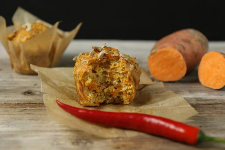 Süsskartoffel-Muffins mit Parmesan und Chili