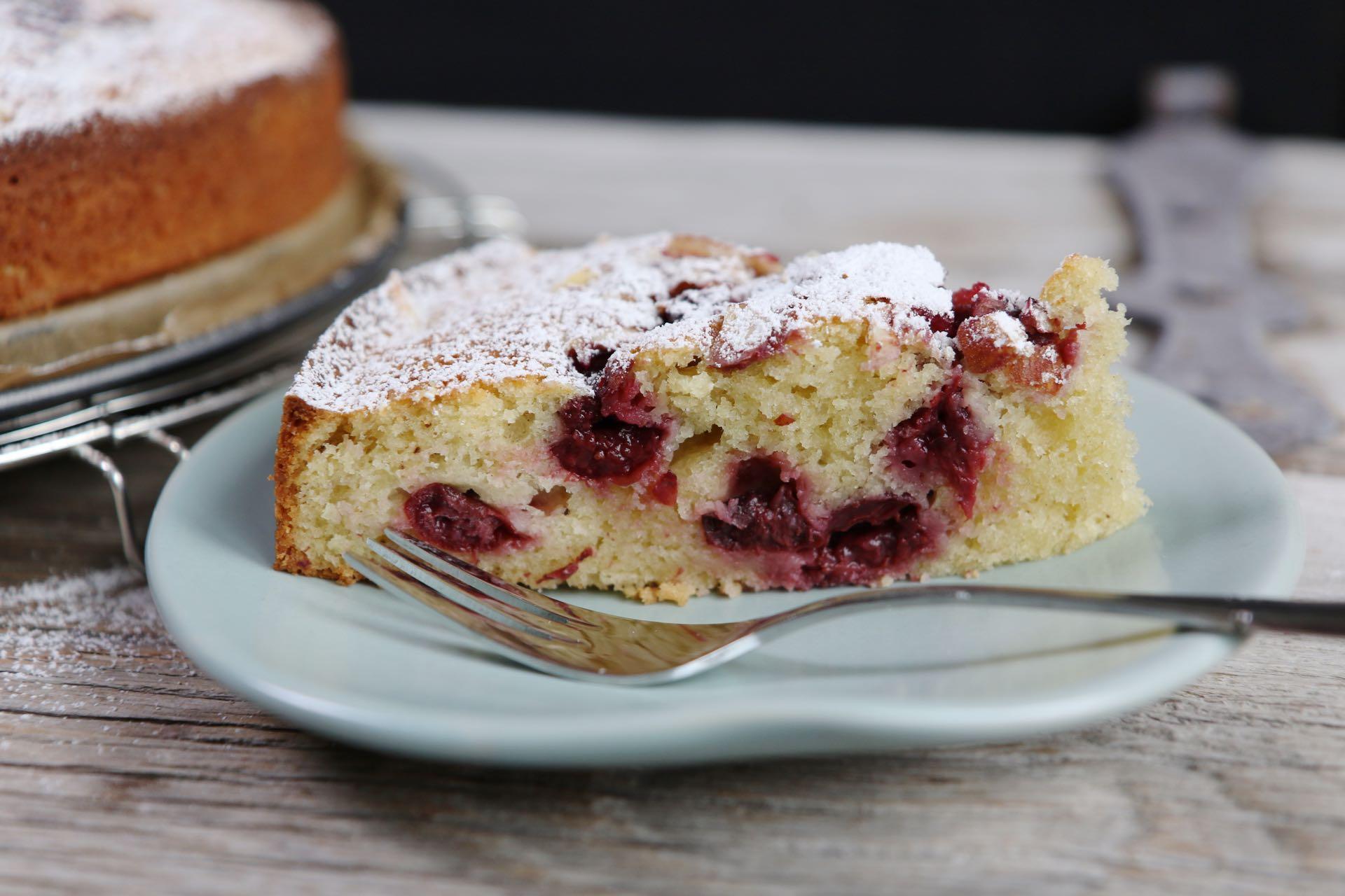 Saftiger und schneller kirsch schmand kuchen for Kuchen unterschrank 150 cm