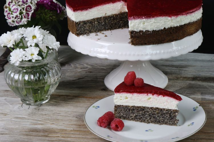 Topfen-Mohn-Torte mit Himbeeren low carb