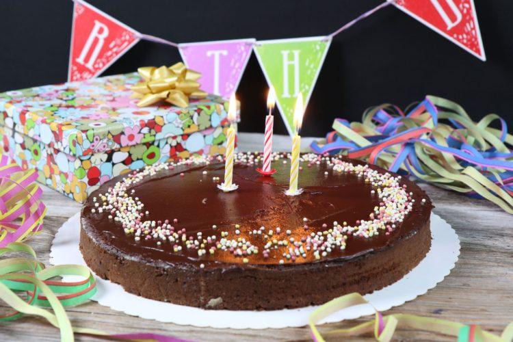 Gesunder Geburtstagskuchen den alle lieben | Rüeblitorte zuckerfrei & glutenfrei