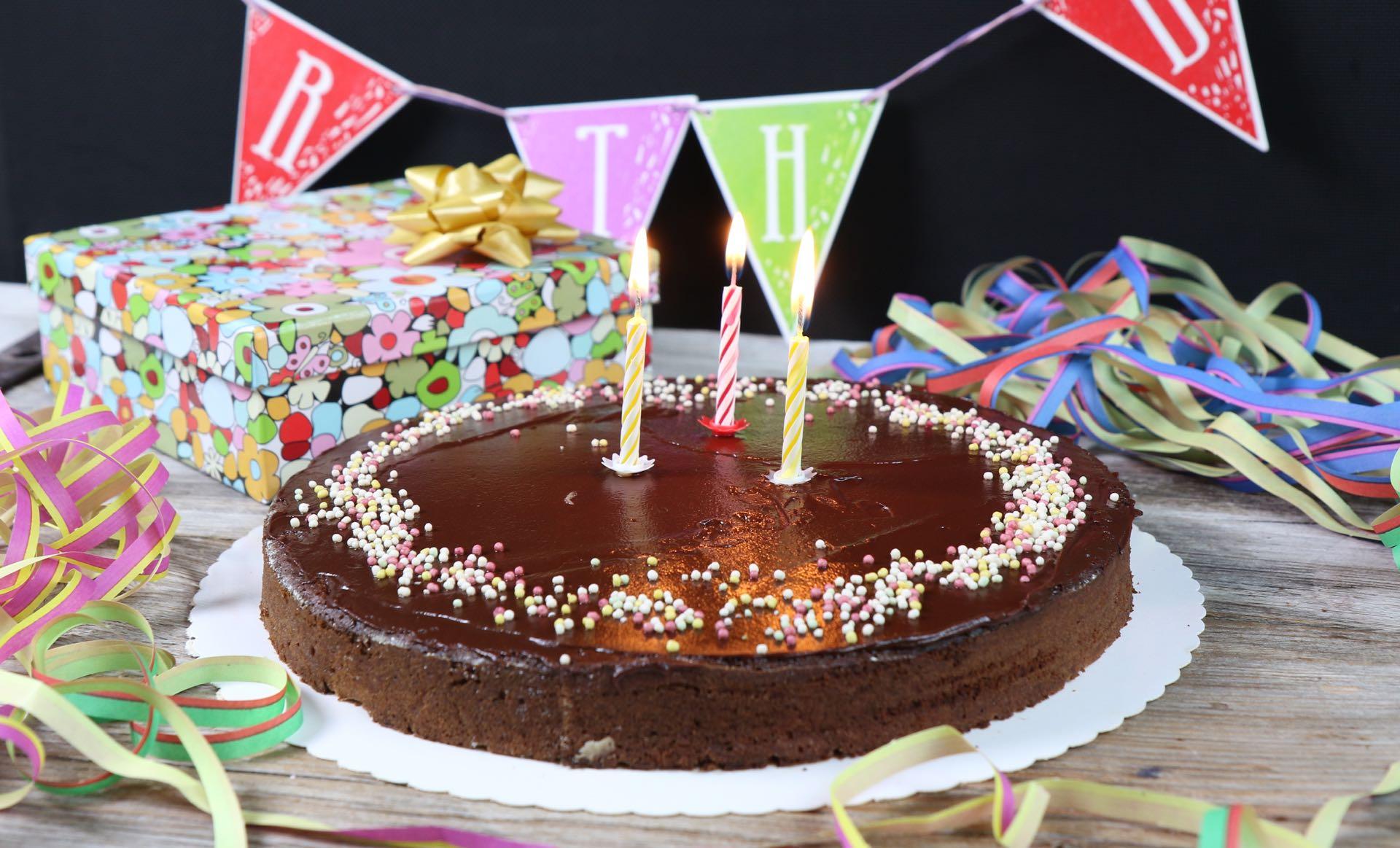 Gesunder Geburtstagskuchen Den Alle Lieben Rueblitorte Zuckerfrei