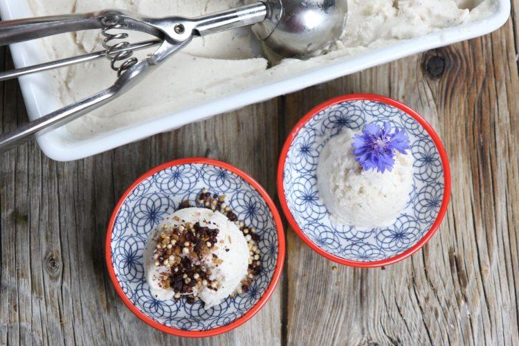 Super cremiges Kokoseis (zuckerfrei, glutenfrei & vegan)