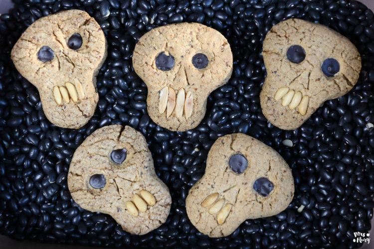 Totenkopf Cookies  für Hallowenn – Knusprige Haselnuss Kekse