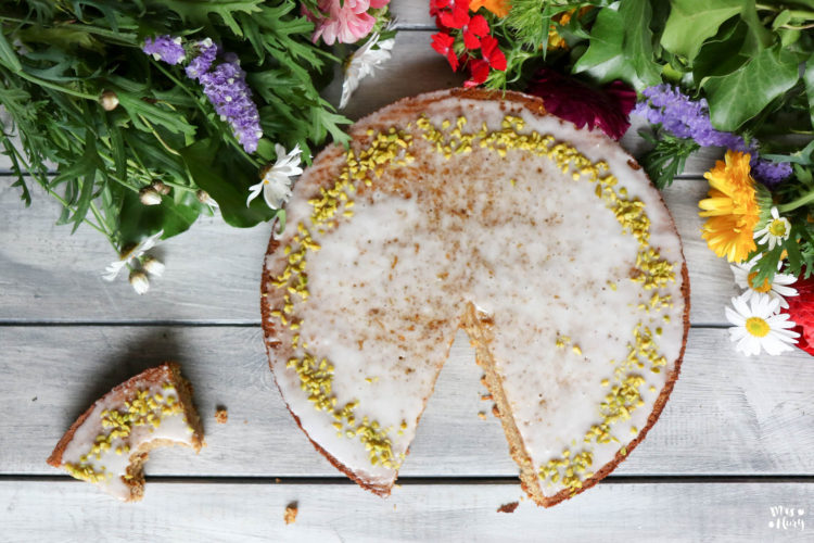 Saftiger Karottenkuchen vegan und glutenfrei