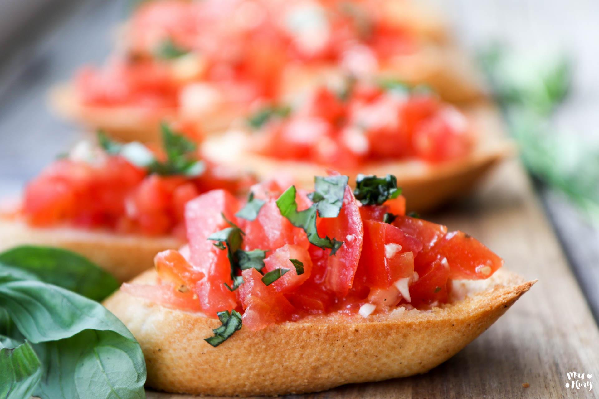 bruschetta mit tomaten einfach vegan und lecker mrs flury gesund essen leben. Black Bedroom Furniture Sets. Home Design Ideas