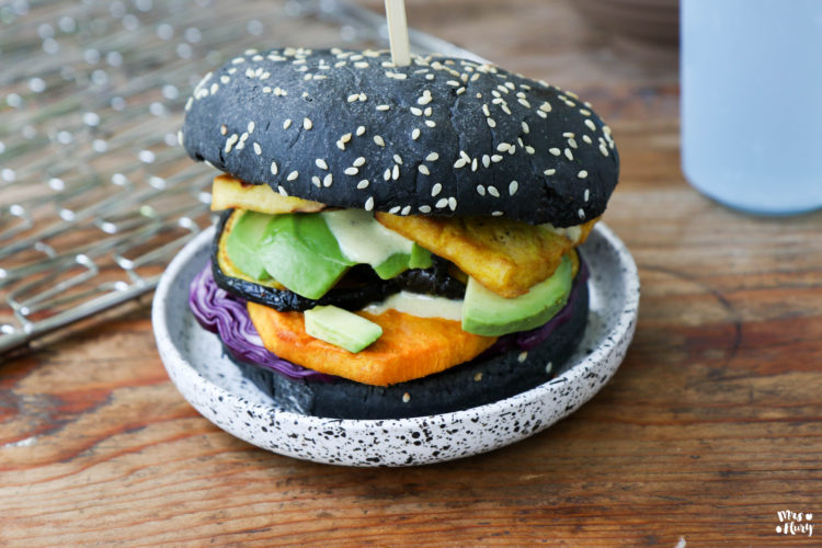 Veggie Burger mit Tofu und Süsskartoffeln vom Grill