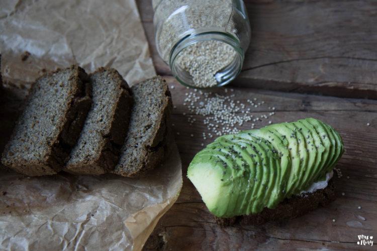 Zucchini Quinoa Brot low carb