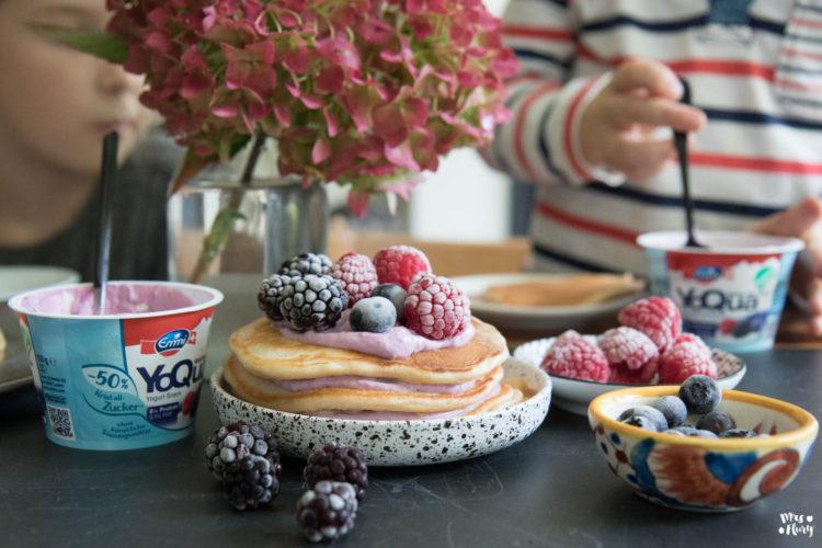 Gesunde Pancakes mit Fruchtjogurt und wenig Zucker