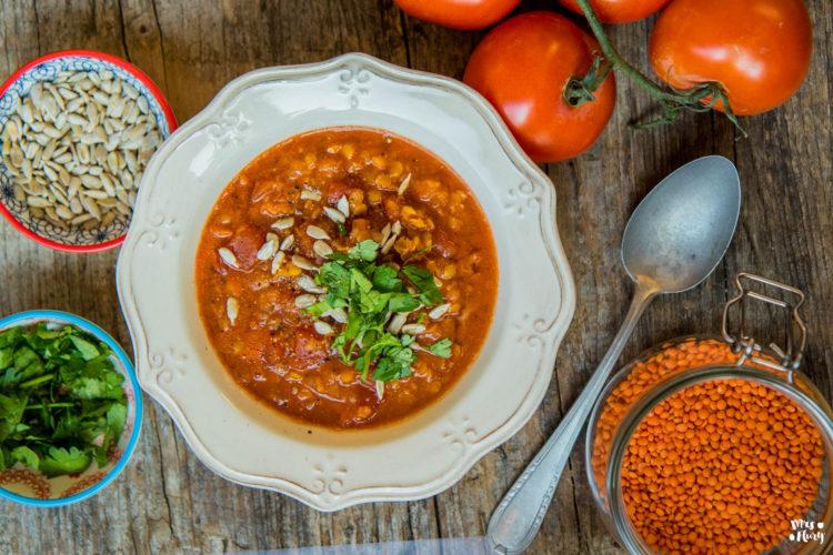 Linsen-Tomatensuppe – vegan und proteinreich