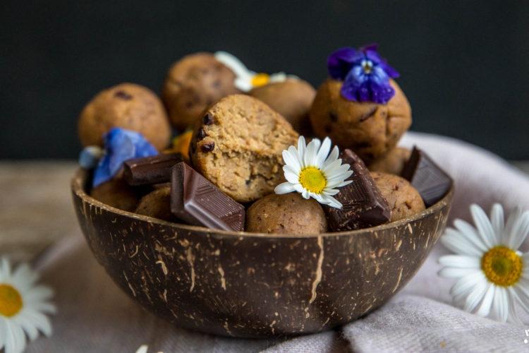 Protein Cookie Dough Balls mit 4 Zutaten