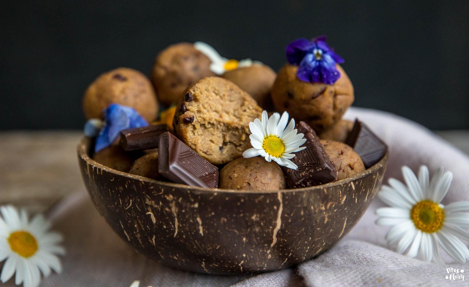 protein cookie dough balls mit 4 zutaten mrs flury gesund essen leben. Black Bedroom Furniture Sets. Home Design Ideas