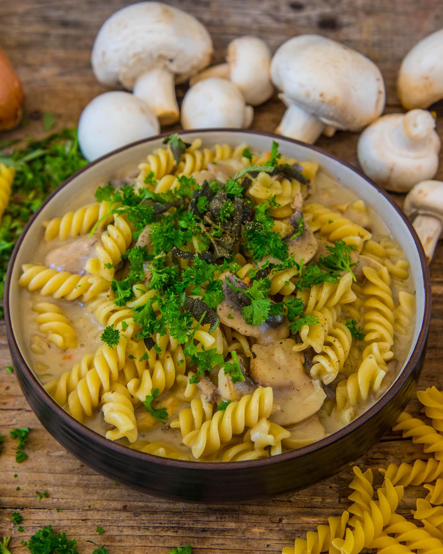Vegane One-Pot Pasta mit Pilzen