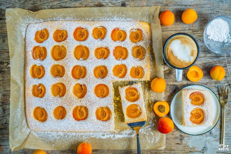 Fluffiger Aprikosenkuchen vom Blech