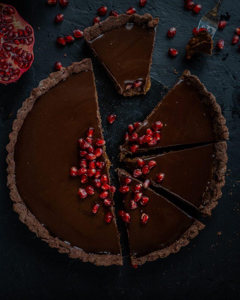 Schokoladen Tarte vegan Mrs Flury Dattel-Schoko Tarte mit Whiskey