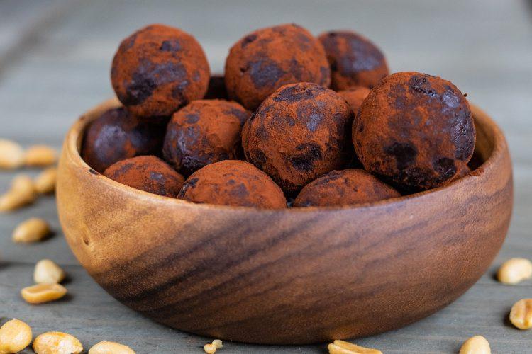 Snickers Protein Bliss Balls / Energiekugeln
