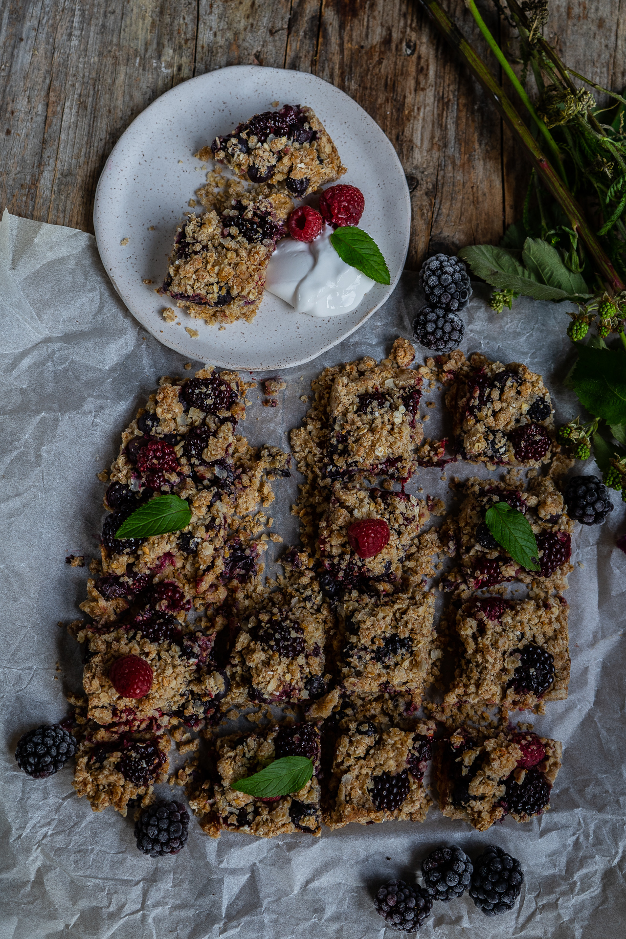 Crumble Cake mit Beeren vegan backen Mrs Flury