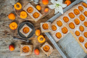 Aprikosenkuchen vom Blech - Biskuit ohne Eier, vegan Mrs Flury