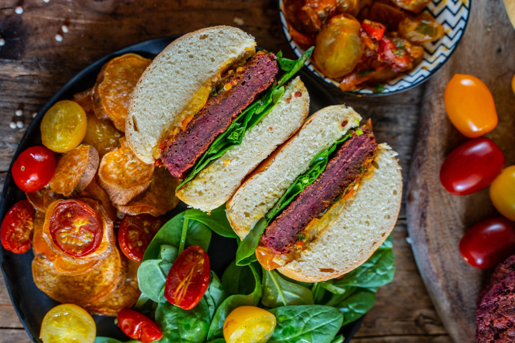 Vegan Protein Burger mit selbstgemachten Dinkelbrötchen Mrs Flury Rezept