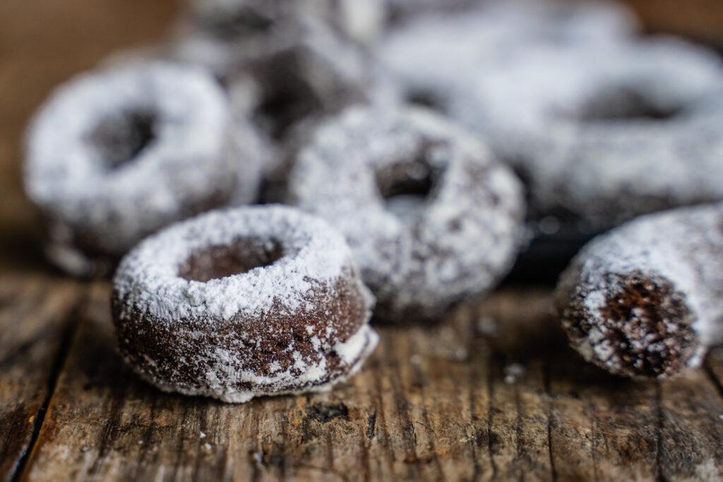 Avocado Schoko Donuts gesund & vegan Mrs Flury