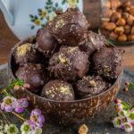 Gesunde Ferrero Rocher Kugeln selber machen - Vegane Pralinen Mrs Flury