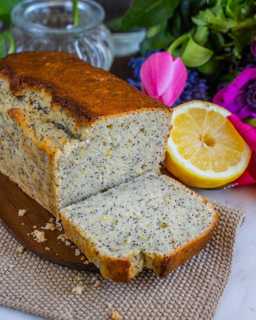 Veganer Zitronenkuchen ohne Zucker - Saftig und einfach - Mrs Flury