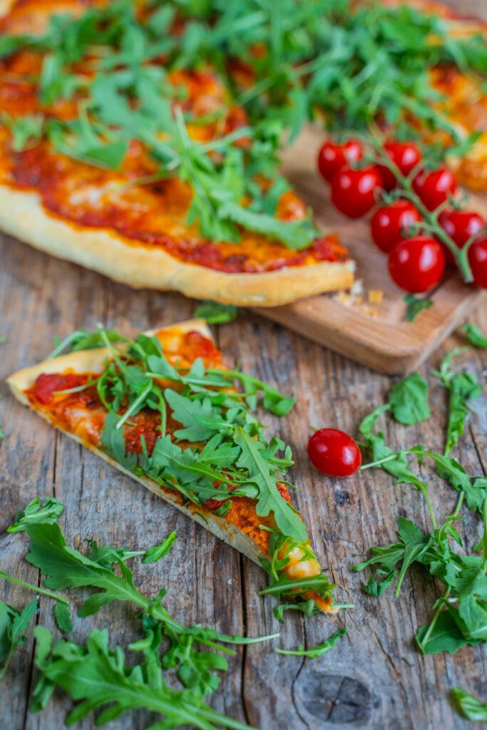 RuckZuck Pizza in 10 Minuten ohne Aufgehen Mrs Flury Vegan einfach Pizza schnell